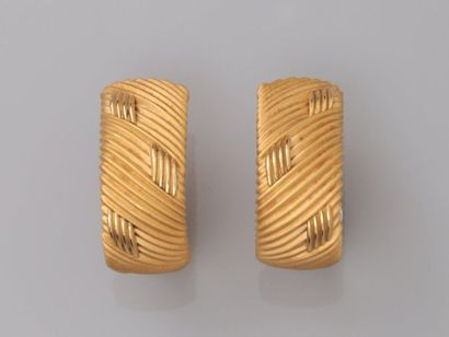 Roberto COIN. Boucles d'oreilles en or jaune,...