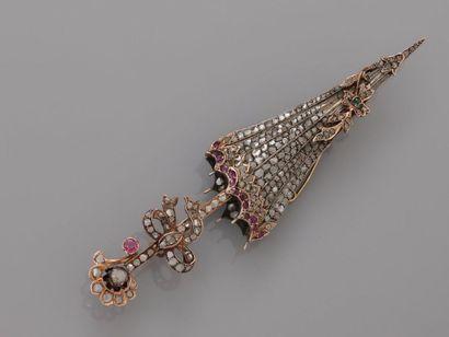 Broche figurant une ombrelle à décor de ruban...