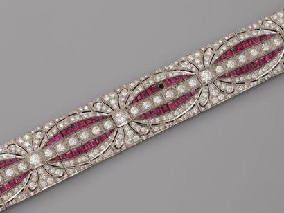 Superbe bracelet plat articulé en or gris,...