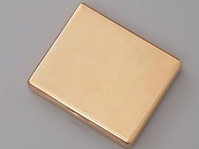 BOUCHERON, Boîte - étui à cigarette en or...