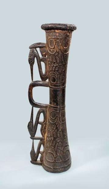 Tambour Asmat de Papouasie Occidentale. Beau...