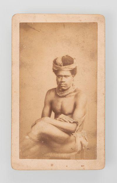 Walter Dufty (1854-1919). Portrait en studio...