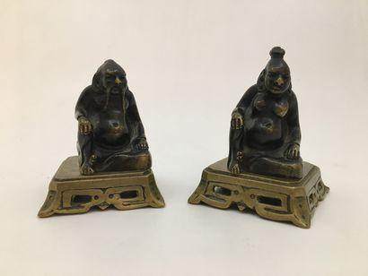 Dignitaires asiatiques. 2 bronzes sur socle,...