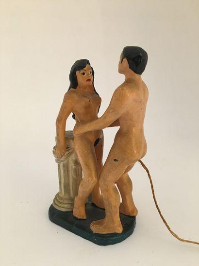 OBJET. Couple à la colonne, vers 1930. Terre...