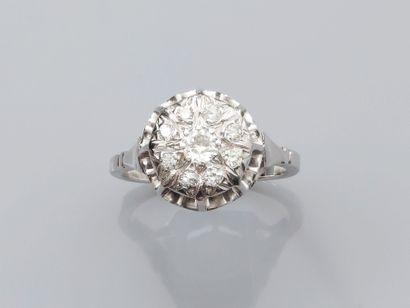 Bague en or gris, 750 MM, recouverte de diamants...