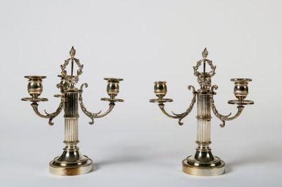 Paire de candélabres  en métal argenté à...