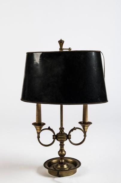 Lampe bouillotte  en bronze doré à deux lumières...