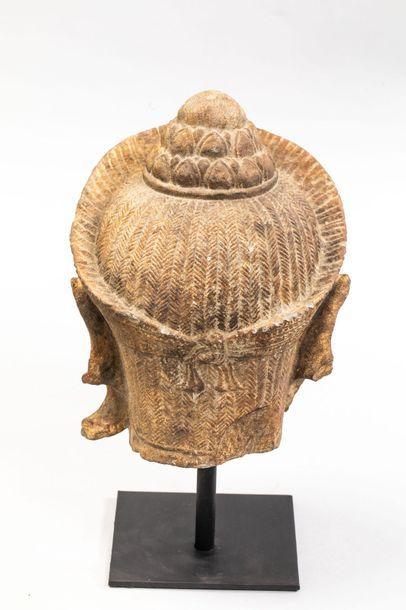 Tête d'Hanuman coiffée d'un chignon lotiforme surmontant une coiffure tressée et...
