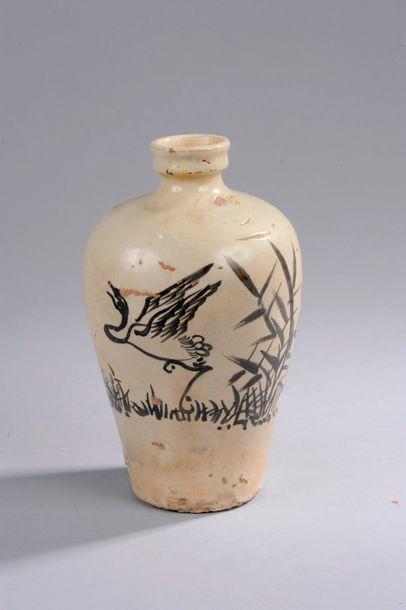 Vase meïping Cizhu décoré en ocre brun sur...