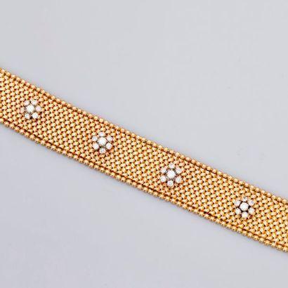 Joli bracelet dit « Paillasson » en or jaune...