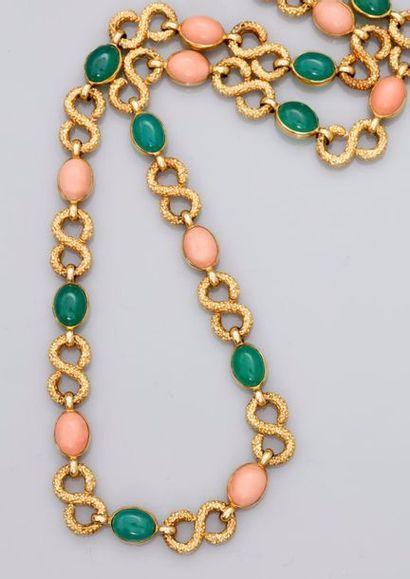 Très beau collier souple formé de « mailles...
