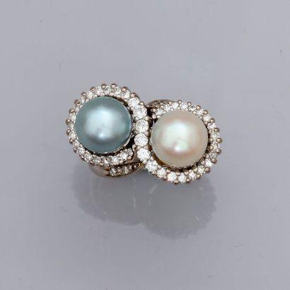 Bague en or gris, 750 MM, ornée de deux perles...