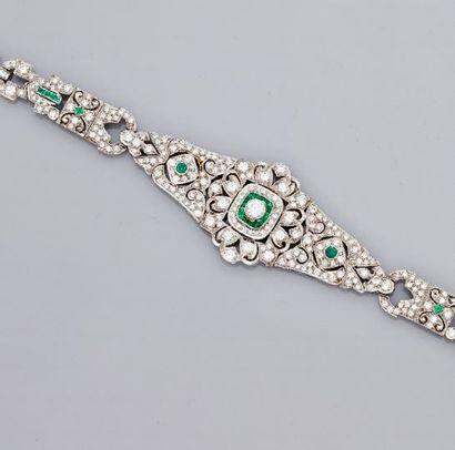 Elégant bracelet à décor très dessiné et...