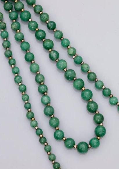 Sautoir de perles de jade néphrite intercalées...