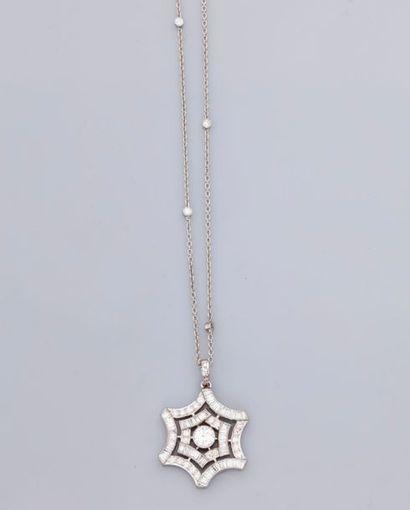 Chaîne diamantée et pendentif en or gris,...