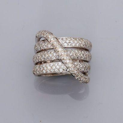 Large bague formée de quatre anneaux d'or...