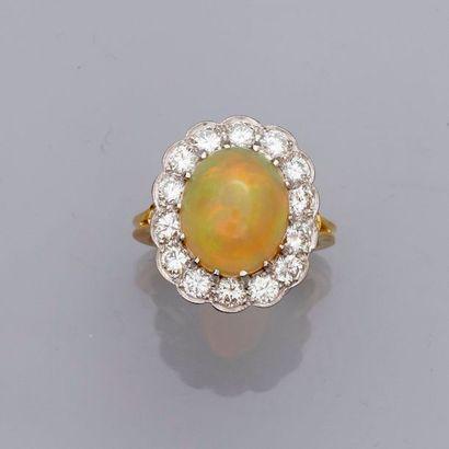 Bague deux ors, 750 MM, ornée d'une opale...