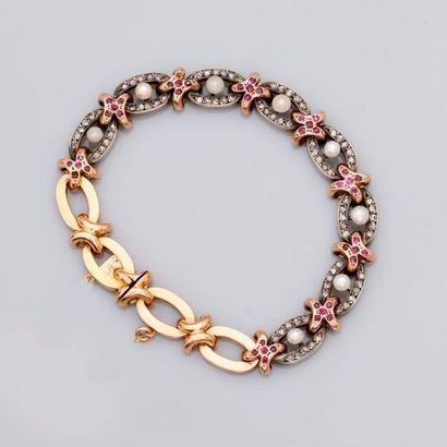 Très joli bracelet formé de quatre maillons...