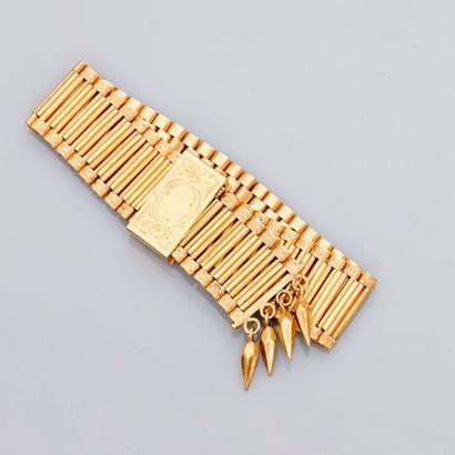 Très beau bracelet plat formé de sections...