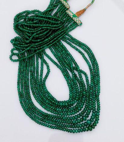 Long collier de dix rangs de perles de belles...
