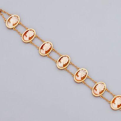 Fin bracelet d'or jaune, 750 MM, orné de...