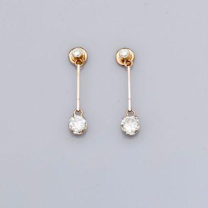 Ravissants pendants d'oreilles en or gris,...