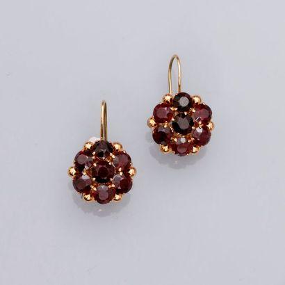 Petits pendants d'oreilles « Fleur » en or...
