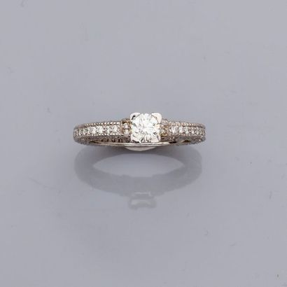 Bague en or gris, 750 MM, ornée de diamant...