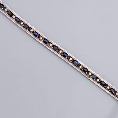 Bracelet formé de sections articulées en,...