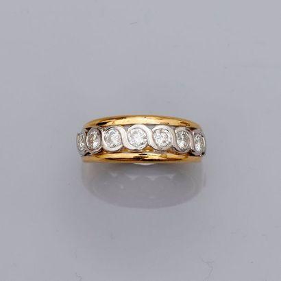 Bague anneau deux ors , 750 MM, ornée de...