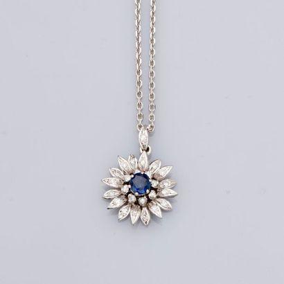 Chaîne et pendentif « Fleur» en or gris,...