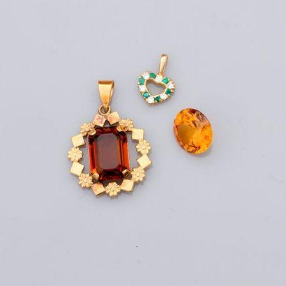 Lot : deux pendentifs en or jaune, 750 MM,...