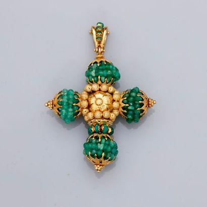 Clip en croix d'or jaune ajouré à décor...
