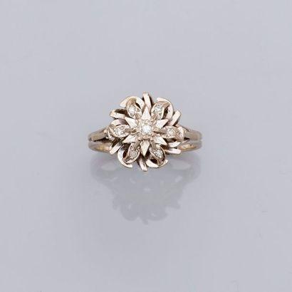 Bague «Fleur» en or gris, 750 MM, ornée...