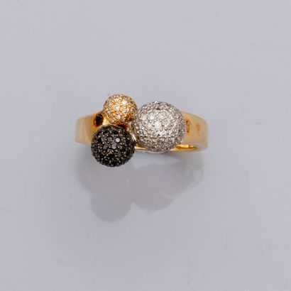 Bague deux ors dessinant trois perles d'or...