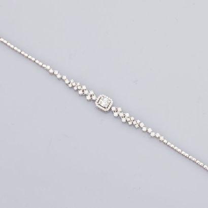 Bracelet en or gris , 750 MM, centré d'un...