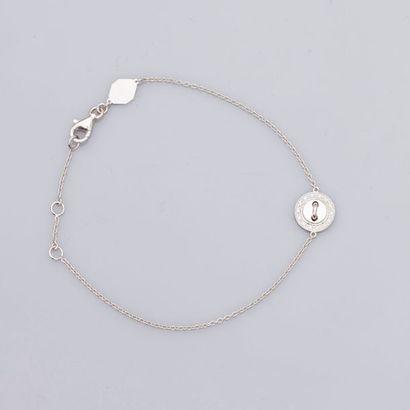 GIRARD.    Bracelet en or gris,...