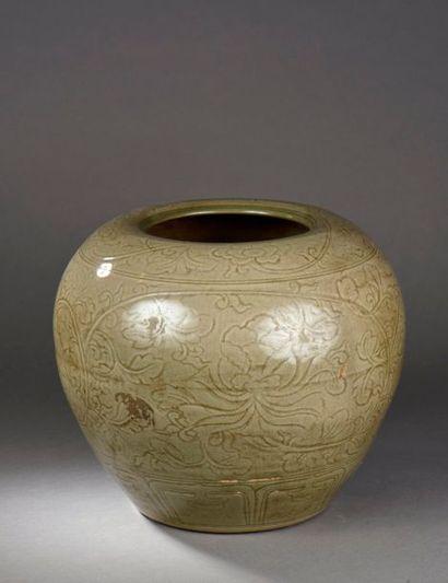 Importante jarre du Longquan à large panse...