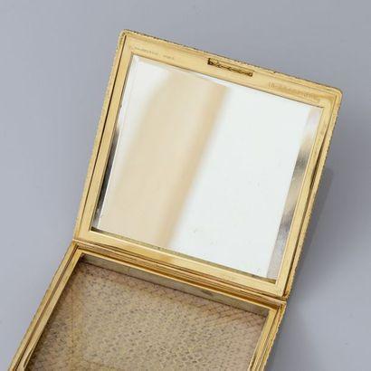 MAUBOUSSIN, Paris Poudrier «maille vannerie «en or jaune, 750 MM, signé, marqué:...