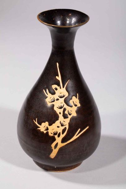 Vase Yuhuchunping Cizhu à décor d'une branche...
