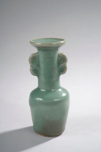 Vase à corps cylindrique haut col droit évasé...