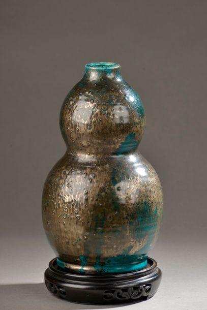 Vase double gourde en faïence émaillée noir...
