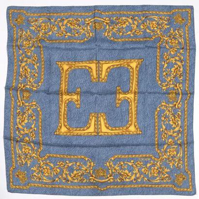 CARVEN, ESCADA. Deux foulards en soie, l'un à décor de sangles de cuir sur fond...
