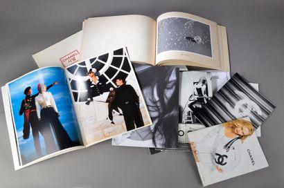 Enseble de dix catalogues et prospectus CHANEL années 2002,2003,2005, 2006,2008...