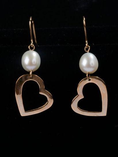 *Ensemble de 39 paires de boucles d'oreilles ou pendantes en or jaune, rose ou blanc...