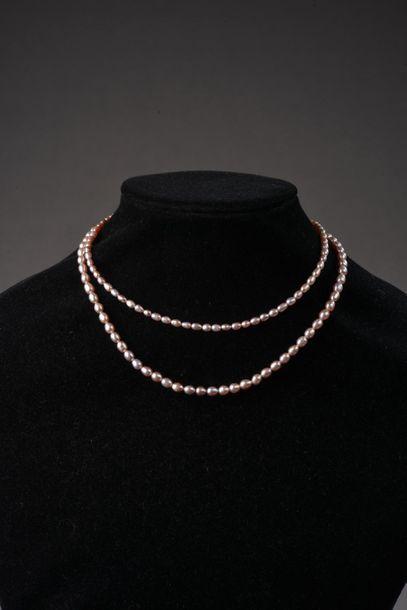 *Ensemble de 15 colliers de perles de culture...