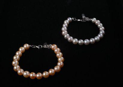 *Ensemble de 22 pièces comprenant: - 12 bracelets en perles de culture d'eau douce,...