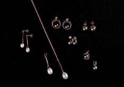 *Ensemble comprenant des prototypes de bijoux...