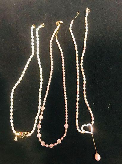 *Ensemble de 13 bijoux comprenant: - 7 colliers...