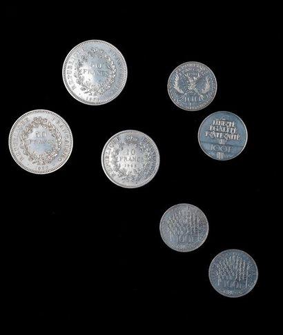 Ensemble de sept pièces d'argent comprenant...